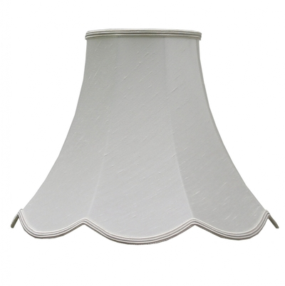 Scalloped bowed candle natural dupion